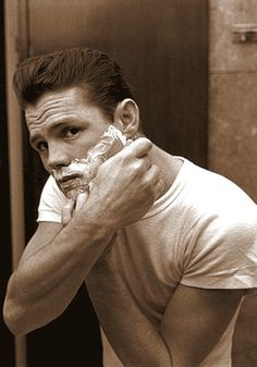 American jazz musician Chet Baker, reflected in a mirror while shaving, shaving foam on his face, Lucca 1961. (Photo by Archivio Cameraphoto Epoche/Getty Images)