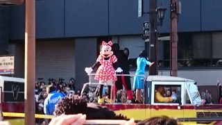 「ミッキー!ミニーちゃん!きらきらパレードで熊本市・通町筋になんと11万人!」くまちゃん・R子の子育て日記(60日目)